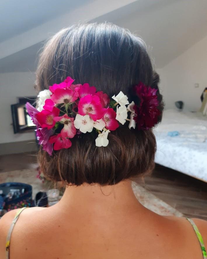 sposa acconciatura fiori